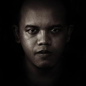 autoritratto by Bonifasius Wahyu Fitrianto - People Portraits of Men ( black and white, portrait )