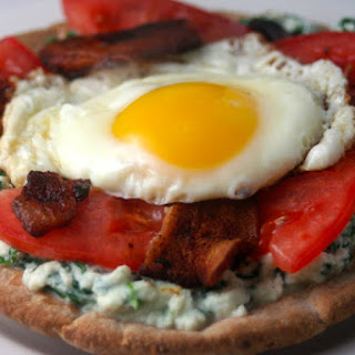 Breakfast Pizza with Spinach, Ricotta, Tomato and Egg