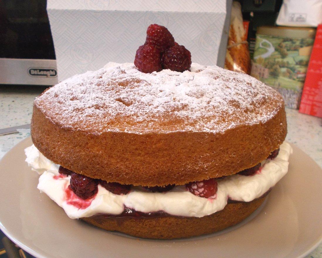 Raspberry Victoria Sandwich cake.jpg