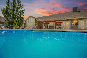 Go to Rosehill Pointe Apartments website