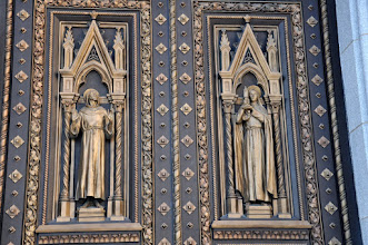 Photo: St. Francis and St. Clare on church doors