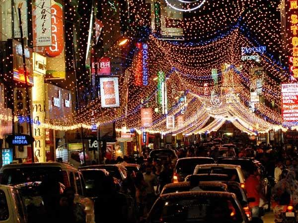 christmas-decor-shopping-in-bangalore_commercial_street