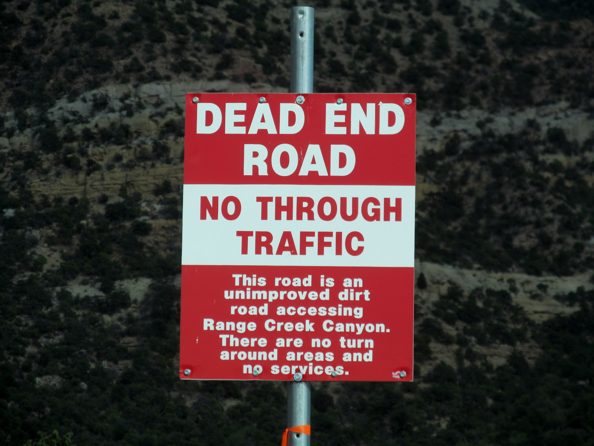Photo: New sign in Horse Canyon. How does one leave a dead-end road with no turn around areas?