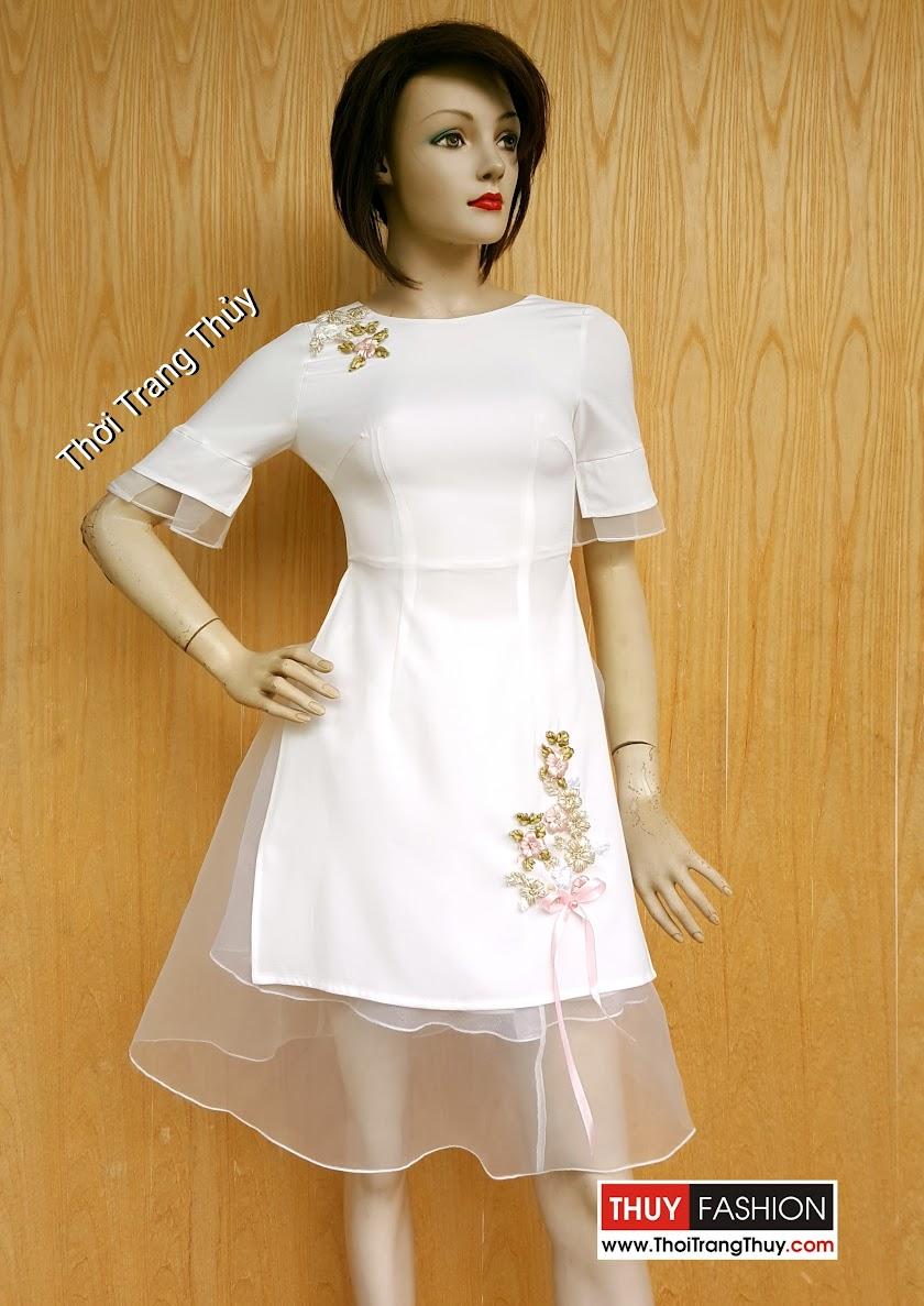 Áo dáng dài xẻ tà kế hợp với chân váy xòe vải lưới V460 tại Thời Trang Thủy