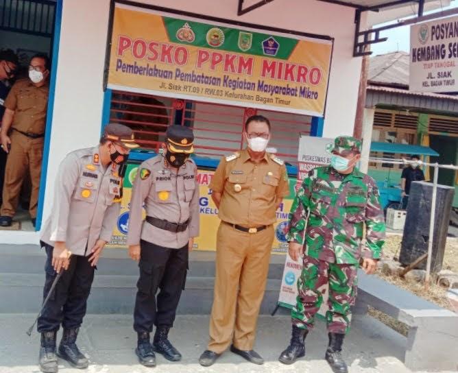 Kabid Dokter kesehatan Polda Riau Kunjungi ke Posko PPKM Mikro Bagansiapi-api