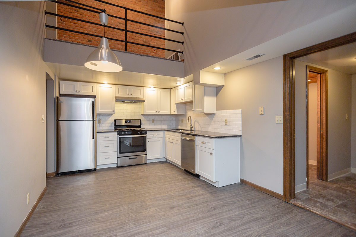 635 south 11th street two bedroom remodeled floorplan - Two bedroom apartments lincoln ne ...