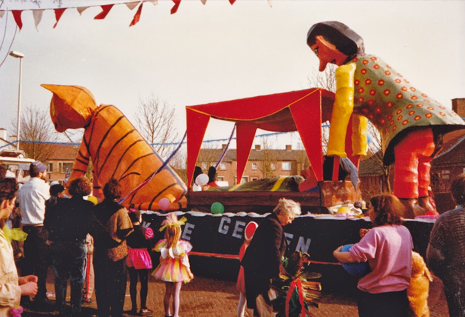 Early photography by the Organ-Grinder, from Carnaval in Denekamp, Twente, Overijssel, Netherlands in 1989. I can't remember whether the scene was proverbial or topical. Maybe no one knew.