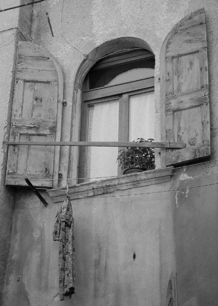 Solitudine, al di là del vetro di BAOBAB