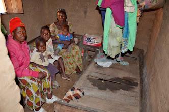 Photo: Sabela Kilimba (děti Ibrahim, Filip, Nays), a její ložnice. I na ni se usmálo štěstí a bude lépe.
