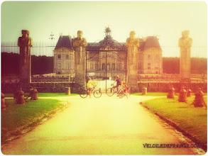 Photo: Château de Vaux-le-Vicomte - e-guide circuit balade à vélo de Bois le Roi vers Vaux-le-Vicomte par veloiledefrance.com  Château of Vaux le Vicomte - Cycling guide to the Château of Vaux-le-Vicomte by veloiledefrance.com
