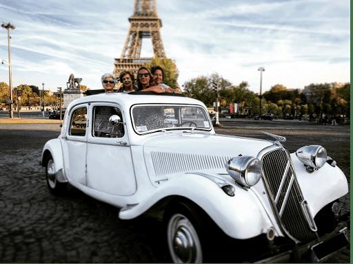 Guide touristique en voiture de collection