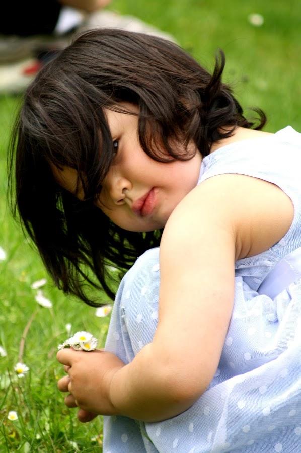 Flower For You by Yola Vandergunst - Babies & Children Child Portraits ( anak, aubree, children, kid )