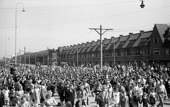 Photo: 0014. Laan van Meerdervoort hoek Pioenweg. 21 mei 1945.  http://www.loki-travels.eu/
