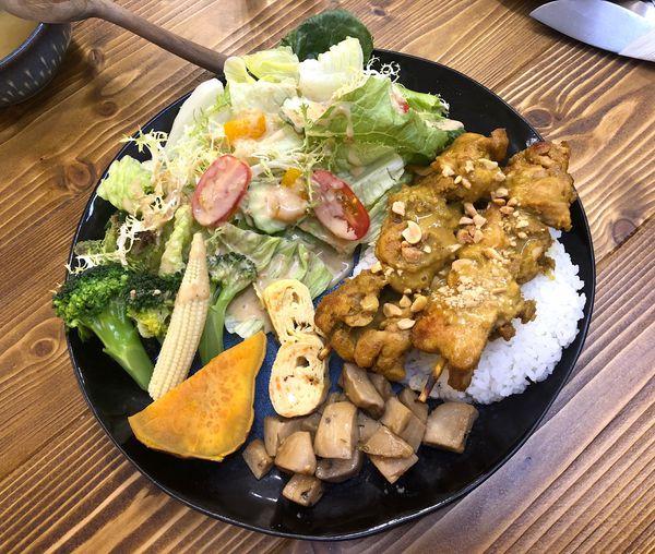 友美子珈琲Cafe Yumiko,從餐點、咖啡到甜點都令人滿意的文青風格店。