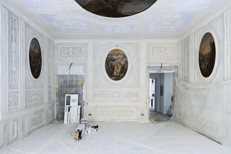 Immagine che contiene interni, parete, pavimento  Descrizione generata automaticamente