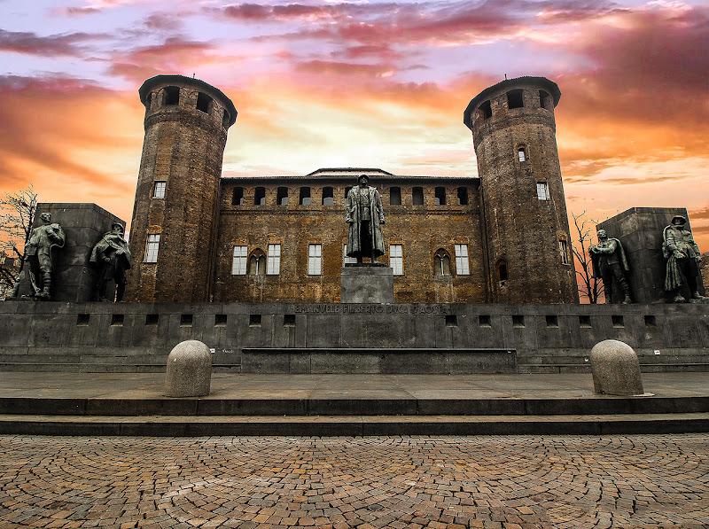 """First World War Memorial to Emanuele Filiberto 2nd Duke of Aosta in Piazza Castello Turin Piedmont"" di nicholaspellico"