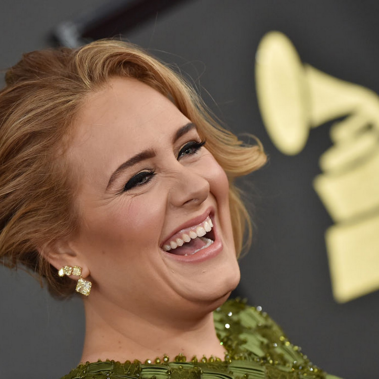 Adele Accused Of Cultural Appropriation For Her Bantu Knots Hairstyle Jamaican Flag Bikini