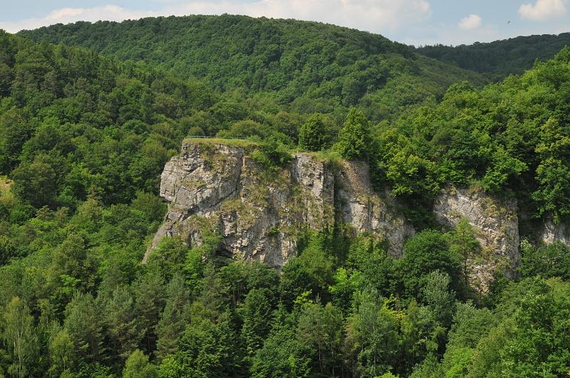 Photo: Einsiedler – vysoká mramorová skalní stěna v ohybu řeky v blízkosti Hardeggu. Ze dvou vyhlídek je pěkný pohled do údolí Dyje.