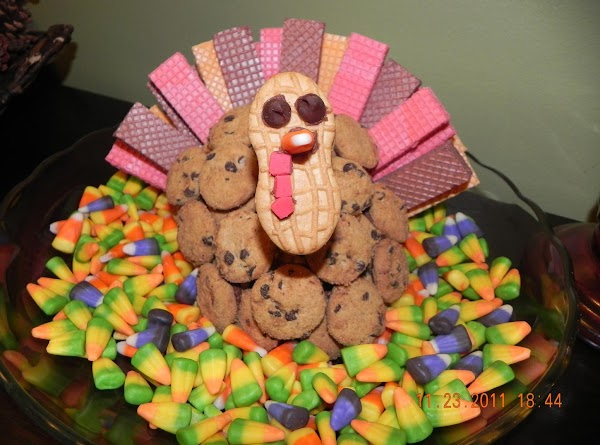 Attach turkey's tail feather and head. Remove waxed paper from cereal base and transfer base...