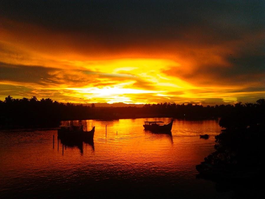 A beautiful sunrise in Kerala,India by Sanjeev C Das - Landscapes Sunsets & Sunrises ( beautiful, kerala, india, sunrise, morning )