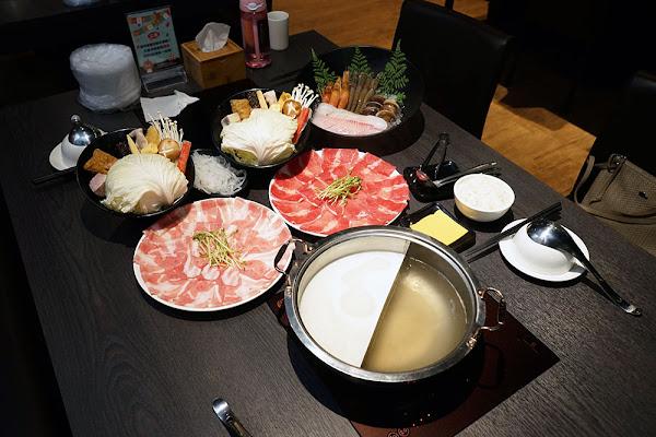 一鍋の主崇明店 台南火鍋 即刻起打卡送肉盤或海鮮 東區經典鍋物再添一筆