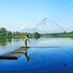 Catching fish in the morning by Sigit Setiawan - People Street & Candids