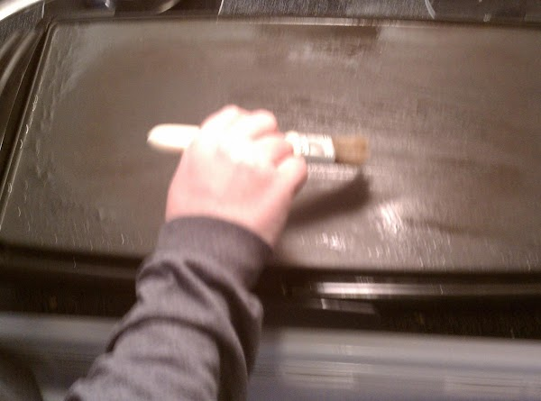 Lightly grease 300 degree griddle with vegetable oil.