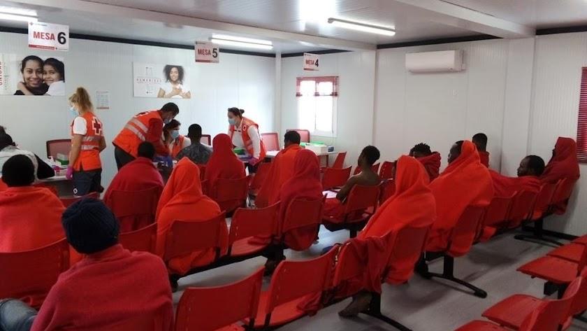 Inmigrantes llegados hoy a Cruz Roja Almería.