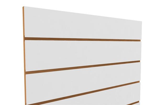 panel ranurado de madera con canales especiales para gancheras metálicas