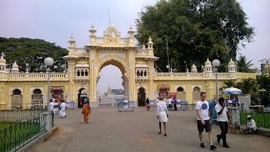 Photo: Mysore palace - vstup