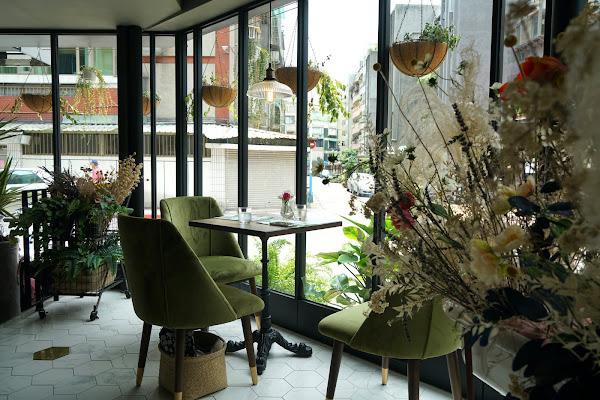 掉進最美的法國咖啡館 Les Piccola #東門站咖啡輕食 #姊妹滔聚餐 #網美餐廳 #試營運九折優惠