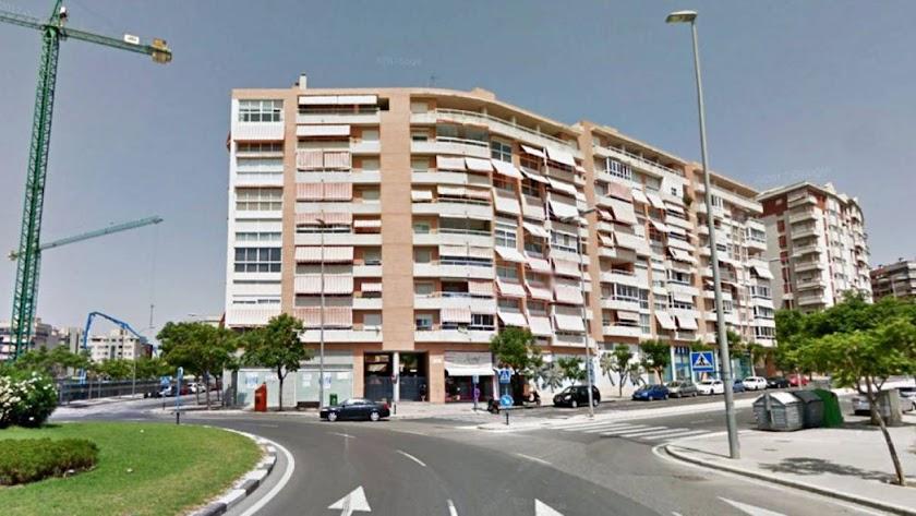 Edificio del PAU 2 en el que un menor se ha precipitado al vacío. / Google Maps