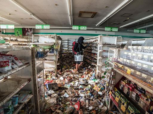 Homem entra na zona abandonada de Fukushima e tira fotos jamais vistas da cidade