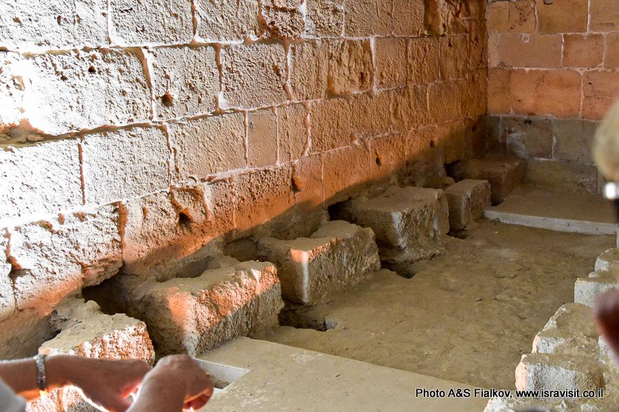 Древний туалет. Крепость крестоносцев в Акко.