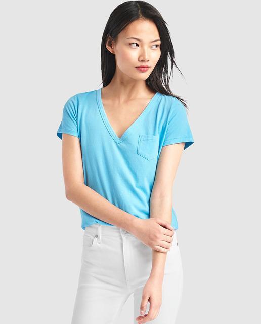 Camiseta básica de mujer Gap con escote pico