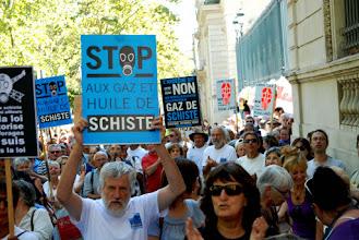 """Photo: Préfecture de Nimes le 30 août 2013 - Rassemblement de protestation lors de la remise du rapport d'expertise du permis du """"Bassin d'Alès"""" - Plus de 1000 citoyens - © Olivier Sébart"""
