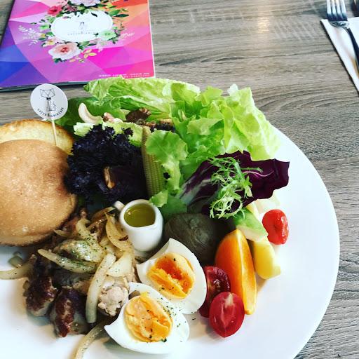 餐點是我很喜歡的,有好吃的蔬菜、雞蛋、、🐔肉,以及麵包不會過多,用餐環境也很好