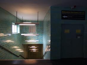 Photo: Berlin, Zugang zum Luftschutzbunker Gesundbrunnen