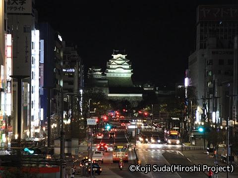 姫路駅バスのりば_01 ライトアップされた姫路城
