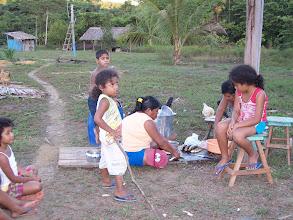 Photo: Graças a generosidade da Cacique Creuza, eu pude passar a noite na aldeia e no outro dia após tomar um banho no igarapé que estava gelado, eu meti novamente o pé na Estrada.