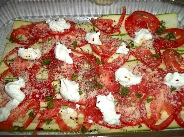 Sprinkle with half the grated parmesan, some chopped parsley, salt, pepper, red pepper flakes,...