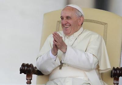 Paus Franciscus organiseert interreligieuze voetbalmatch in zijn achtertuin