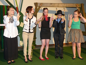 Photo: Die SchauspielerInnen vom Jugendtheter St. Matthäus haben lange und intensiv geprobt und präsentieren eine sehr gelunge Vorstellung.