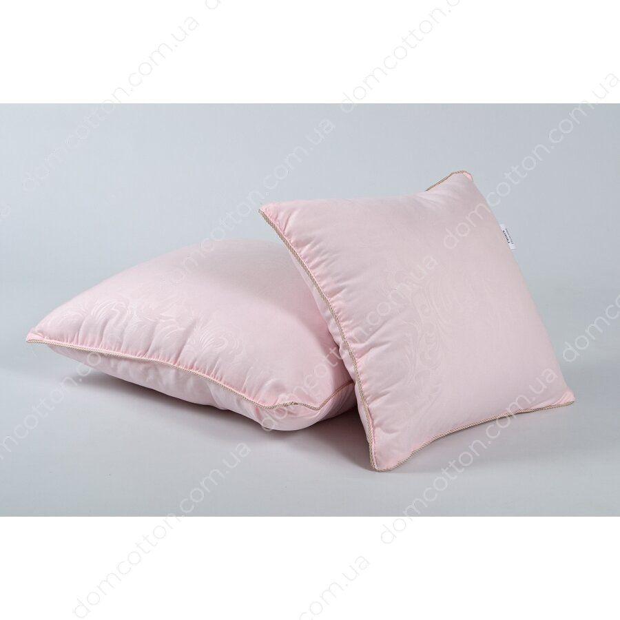 Подушка маленькая в розовом чехле