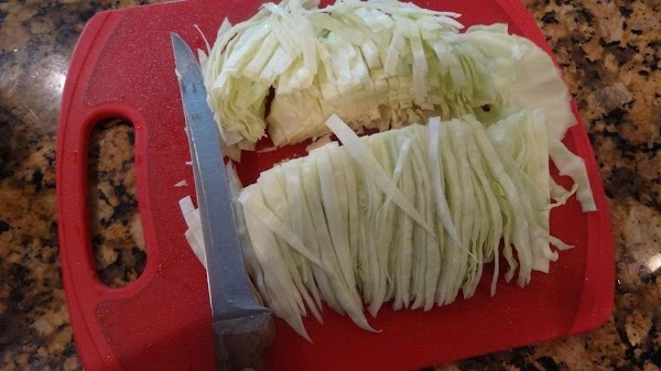 Knife cut the cabbage.