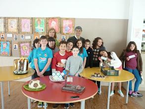 Photo: O administrador da Óbidos Criativa com os alunos e os seus bolos