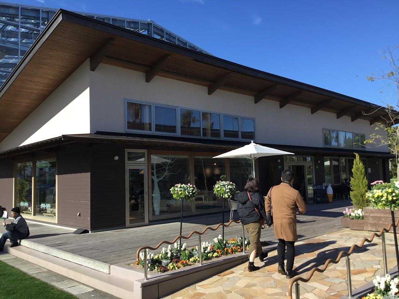 パラボラチョカフェは、青島にあるカフェ。テラスで飲むコーヒーは最高に美味いと思いました