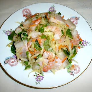 (Green papaya salad with pork and shrimp).