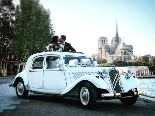 Wedding in classic car in Paris