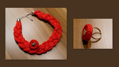 Photo: Super schicke breit geflochtene Kette in rot & Äpfelchenring :-) Kette hat eine Gesamtlänge von ca 44cm der Ring ist verstellbar (18-20mm)
